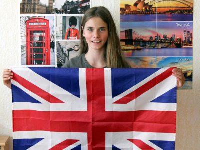 """Tönisvorst, Michael-Ende-Gymnasium  England ist ein schönes Land und Dank der Gewinne der """"Big Challenge"""" (Poster, Flagge) fühle ich mich fast so, als sei ich dort. Lg, Saskia Mellen"""