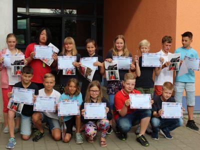 Unsere Preisverleihung fand am letzten Schultag vor allen Schülern auf dem Schulhof statt (5.7.19). Es war ein tolles Ereignis mit vielen glücklichen Gewinnern!  Internationale Schulen Niederwürschnitz