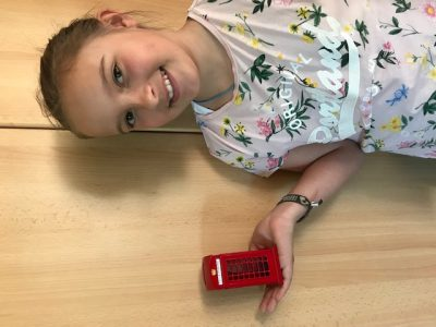 """STADT: Freising NAME: Hanna Rattenhuber  Kommentar: """"Hanna`s telephone box"""""""