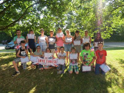 Die Schüler vom Schulverbund Munderkingen freuen sich über ihre guten Leistungen und natürlich die tollen Preise.