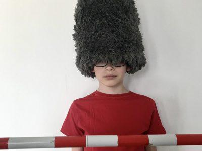 STADT: Rheda-Wiedenbrück und NAME: Einstein-Gymnasium KOMMENTAR: The New Guard - Toy Soldier - Because the Bearskin cap of the guards is too hot I´m wearing t-shirt today.