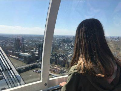 Stadt: Borna Schule: Gymnasium Am Breiten Teich  Ich habe dieses Bild gewählt, weil es sehr bedeutsam ist. In diesem Bild sehen Sie, wie ich aus dem London Eye schaue in London.  I choosed this picture, because it is very meaningful to me. In this picture you can see me Looking out of the London Eye in London.