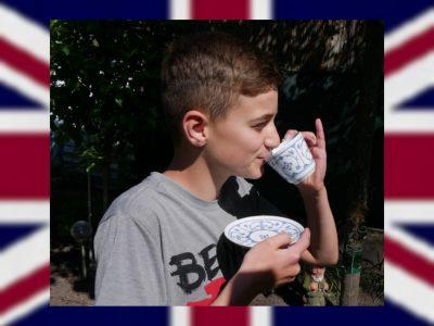 """Mohammed Hussein Städtisches Gymnasium Ochtrup  """"A cup of tea solves everything""""  Zur Stärkung nach dem Test, erst einmal einen frisch aufgebrühten, englischen Tee."""