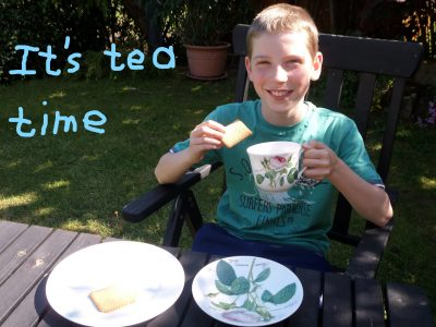 """Krautheim, Realschule Krautheim.  Kommentar: """"It´s tea time."""""""
