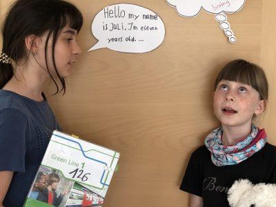 """Friedrich-Alexander-Gymnasium in Neustadt Aisch  """"Homeschooling mit meiner Schwester ist so toll. Ob sie das wohl auch denkt?"""""""