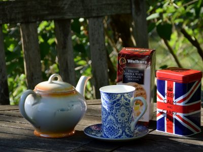 """82100 Germering, Carl-Spitzweg-Gymnasium Das von mir zusammengestellte Stilleben, heißt """"Keep Calm and Carry on"""". Es soll die Teezeit an einem schönen Sonntag darstellen."""