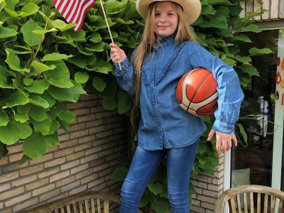Bochum, Heinrich von Kleist Gymnasium.   Howdy! I am the cowgirl Kina and I have family in Texas and love to play basketball!