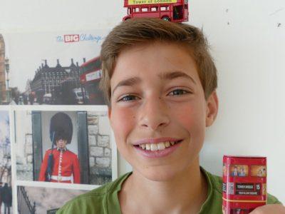 DÜSSELDORF, Georg-Schulhoff-Realschule  Kommentar: Bus on top!