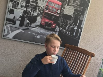 Friedland, Carl-Friedrich-Gauß-Schule (Leon Maurice Michel)  My name is Leon. I like to drinking tee and sitting on the piccadilly circus at five o'clock. Because of the Brexit i must to save my money.
