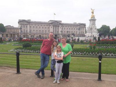 Mittelrhein-Gymnasium Mülheim-Kärlich Ausflug 2018 mit der Familie nach London zur Queen - Flag hoisted