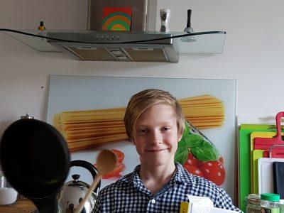 Stadtgymnasium Köln Porz. Hallo zusammen,   ich heiße Luka, bin 12 Jahre alt, und bin in der sechsten Klasse. Ich bin zwar nicht so gut in Englisch aber finde den Wettbewerb voll cool. Am coolsten fande ich das man 45min. Zeit hatte. Ich glaube das ich so mittelmäßig war. Eine Kamara fänd ich mega cool den ich bin jeden Abend am Rhein und mache fotos mit meinem handy.  Liebe Grüße Luka Strauch
