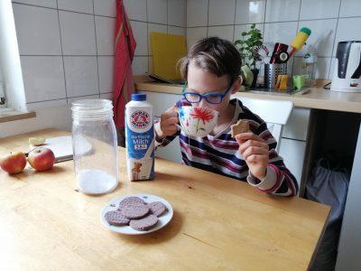 Anno Gymnasium, Siegburg  Tee trincken ist eine leckere Sache vor allem mit einem Keks!