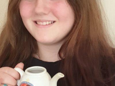 Gymnasium Brandis ** Tea time mit Original Teekännchen mit Hochzeitsmotiv von Kate & William **