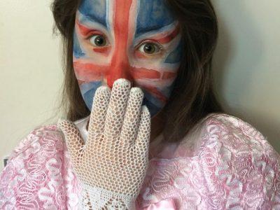 Stadt: München Schule: Theresia-Gerhardinger-Gymnasium am Anger  Ich habe mich so verkleidet, weil ich die mehr bekannteste englischen Repräsentationen darstellen wollte, mit der englischen Flagge und der Königin von England :)