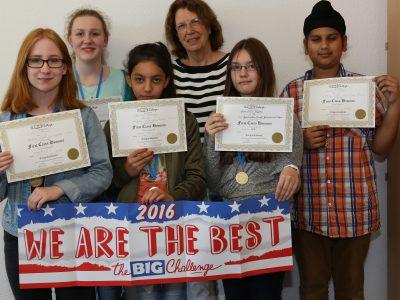 Die Geschwister-Scholl-Gesamtschule in Moers gratuliert ihren Jahrgangsbesten.