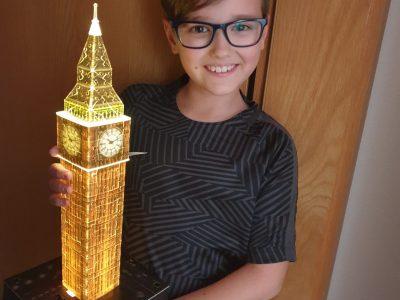 Traunreut, Johannes-Heidenhein-Gymnasium  Ich und mein 3D Puzzle vom BigBen in London  Niko