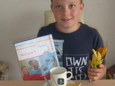 Stadt: Kaufbeuren, Schule: Sophie - la - roche - Realschule Kaufbeuren Typisch Englisch - Tea Time, Homework and Fish and chips.