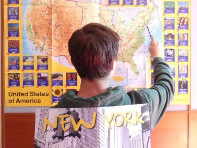 Viscardi Gymnasium Fürstenfeldbruck  Ich hoffe, dass New York die schwere Zeit übersteht, damit ich eines Tages ohne Risiko hinfliegen kann.  Um bei Buddy in Carlos Bakery in Hoboken (New Jersey) eine Torte zu kaufen.
