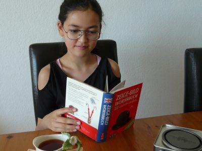 Gesamtschule Velbert Mitte  ( in Velbert, Germeny)  Ich lerne die Englisch Wörter mit Englischem Tee.