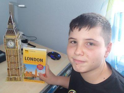 Gymnasium Herzogenaurach Ben am Big Ben. Es ist ein Wunsch irgendwann einmal London zu besuchen und den echten Big Ben zu sehen.