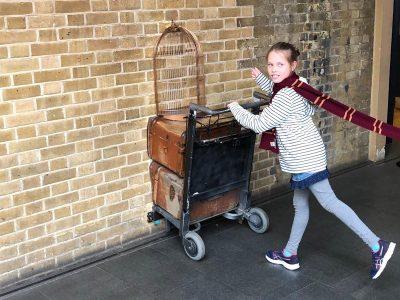 Anne Huhn, Gymnasium Broich  Dieses Foto ist auf meinem ersten London-Trip entstanden. Nun bin ich eine Zauberin! ... ich kann euch verraten: es hat wirklich geklappt, ich war in Hogwarts ;-)