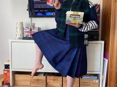 Maria-Ward Schule, Bad Homburg v.d.Höhe  Meine Mama kommt aus Schottland, meine Schwester liebt Liverpool FC, wir trinken gerne Yorkshire Tea, mein Lieblingsfilm ist Merida und hier bin ich zu sehen im Schottischen Tracht!