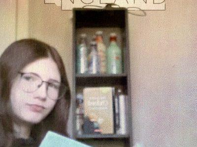 Ich fotographiere viel und eines meiner Leidenschaften ist es Bücher zu fotographieren, weshalb ich die Bücher in den Vordergrund gerückt habe. Liebe Grüße  Michelle