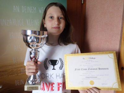 Stadt Bargteheide Gymnasium Eckhorst Anastasia ist sehr, sehr glücklich, bei ihrer ersten Teilnahme gleich schulisch, regional und national Erste geworden zu sein. Herzlichen Glückwunsch!!!
