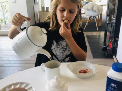 Westerburg, Konrad-Adenauer-Gymnasium   Eine typische Englische Teepause mit scones, tea and cream :-)