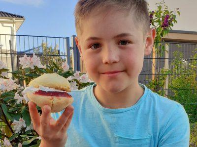 "Pestalozzischule Idstein; Johannes Klasse 5C   "" a yummy selfmade scone after Big- Challenge """