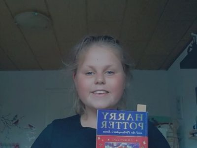 Hallo ich bin Anna wiechmann ich lese momentan das Buch Harry Potter und der Stein der Weisen ich lebe in Kunrau einen kleinen Dorf nahe Klötze Englisch ist eines meiner Lieblingsfächer ich finde die englische Sprache sehr faszinierend und es macht mir immer wieder Spaß etwas Neues mit mir in der Klasse oder auch mal alleine zu lernen