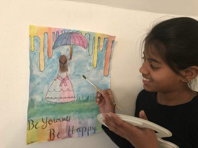 """Spoorthi Mahadeva, 6c, Anna Barbara Stetten Institute, Augsburg  Das Bild habe es selber gemalt währen Quarantine. Ich habe auf das Bild """"Be Yourself, Be Happy"""" geschrieben. Hoffentlich gefällt es euch!! :)"""