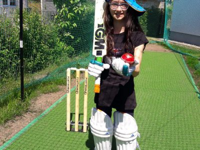 I go to the Hegel Gymnasium in Magdeburg. I love to play cricket.