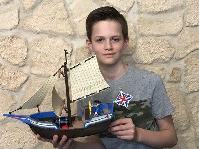St.Angela Schule Düren  Dieses Schiff ist ein englischer Kanonensegler von der Marine aus der alten Piratenwelt.