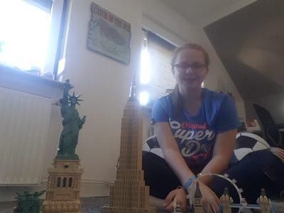 Gemeinschaftsschule Nortorf, Catharina Schröder Hier ein Bild mit meinen Englischen Bauwerken. Ganz links im Bild die Freiheitsstatue, zentral das Empire State Building, rechts die Skyline von London.  Habe ich selbst gebaut.