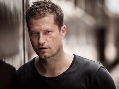Diesen Schauspieler mag ich sehr gerne. Vielleicht ist er ja Engländer oder Amerikaner.  Bzw. hoffe ich das, damit ich eine Chance zu gewinnen habe :D