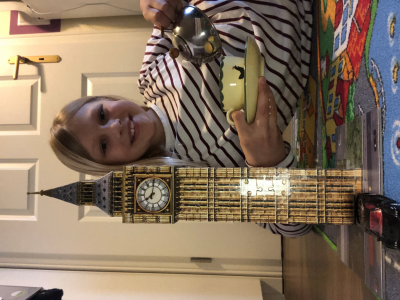 Schule: Europaschule Gymanasium Westerstede  my photo Shows the big ben and tee time.  Henriette(5A)