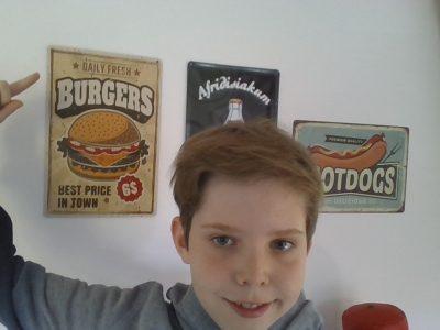 Germering     Carl-Spitzweg-Gymnasium  Burger trotz Corona (machen auch so gute Laune!) :-)