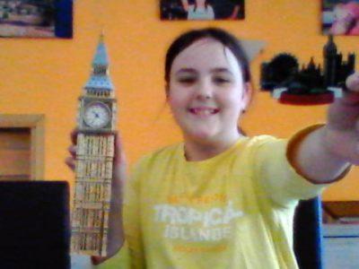Lea Godde  Offenburg Baden würtenberg kloster unserer lieben frau R7a  Auf dem ist der Big Ben den ich selber zusammen gebaut habe,aus einem Puzzle mit einer richtiger Uhr.Der Magnet ist aus London,den hat mein Bruder mitgebracht.
