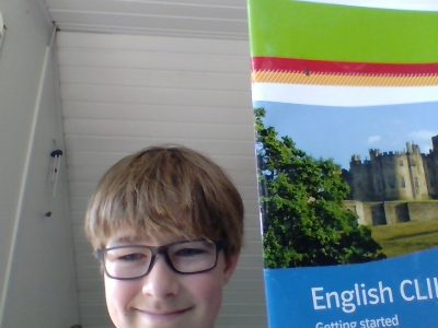 Hello my name is Henry sasse I'm Living in  Grevenbroich and my School is the Pascal Gymnasium and I chosed this picture ,because  I'm thinking that the English book is good for a Picture like that