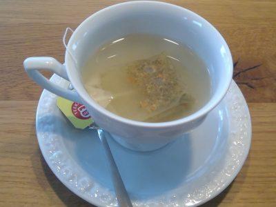Burglengenfeld, Realschule am Kreuzberg.  Dieses Foto entspricht der Täglichen Teestunde, welche mit Keksen und Tee zelebriert wird.