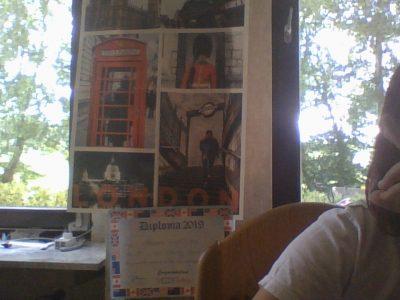 Bedburg Silverberg gymnasium  Klasse 6c Aleksandra Den Poster habe ich letztes Jahr im Big Challenge Webbewerb bekommen. außerdem habe ich noch sehr viele England Flagen die aber draußen hängen oder irgendwo in meinem Schreibtisch sind.... (die ich nicht finde :D) Ich würde diese Kamera sehr gerne gewinnen den mein Hobby ist fotografieren und ich hatte noch nie eine richtige Kamera :(. Außerdem müssen wir ja zu Hause wegen der Pandemie bleiben und es ist oft sehr langweilig... aber ich muss die Kamera nicht bekommen :), denn manche Leute brauchen die Kamera mehr als ich und dann würde ich mich auch freuen wenn jemand der die Kamera braucht die auch bekommt ja :). Eure Aleksandra aus der 6c :)) Tschüss :))