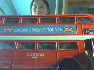 Name: Augustinerschule          Stadt: Friedberg   Kommentar: Den Bus hat mir meine Schwester aus London mitgebracht.