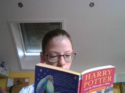Göppingen; Moerike-Gymnasium; Sophie Ramsperger  ich lese gern in Englischen Büchern, da kann man noch was lernen... Vor allem Harry Potter macht Spaß... ich habe das Buch schon drei Mal auf Deutsch gelesen und lese es jetzt auf Englisch