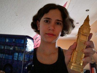 Hallo, Ich bin Gülara Harmann und gehe in Rheine auf die Schule Emsland-Gymnasium-Rheine. Ich hoffe, dass ist genug an Englisch, da mir nicht viel eingefallen ist. Wünscht mir viel Glück :)