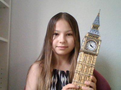 Königstein, Sankt Angela Schule Laura mit ihrem Lieblings 3D Puzzle