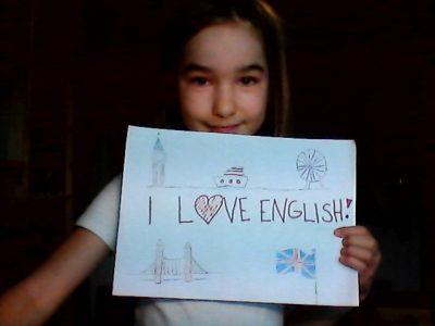 Hallo, Ich bin Tabea Schukat , Paul-Pfinzing-Gymnasium Hersbruck .  Ich liebe Andere Sprachen genau so wie Englisch. Hebräisch, Latein , … . Aber Englisch ist eine meiner allerliebsten Sprachen. Ich interessiere mich so für Englisch dass ich später einmal Englischlehrerin werden will.