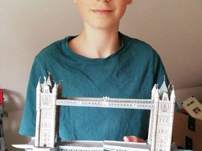 Diese Papiernachbildung der Tower Bridge haben wir innerhalb einer Woche gebastelt.  Mattis Rothe, Klasse 8/6, Theodor-Fontane-Gymnasium Strausberg
