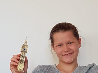 Berlin, Schadow-Gymnasium Den kleinen Big Ben Glockenturm hat meine ältere Schwester einmal aus London mitgebrecht. Ich selbst war noch nie da.
