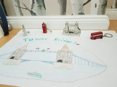Lauf,Christoph Jakob Treu Gymnasium  Die Tower Bridge mag ich besonders gerne, desshalb hab ich sie gezeichnet und zusammen mit meinen Andenken aus London fotografiert!!! Viele Grüsse Johanna 6d